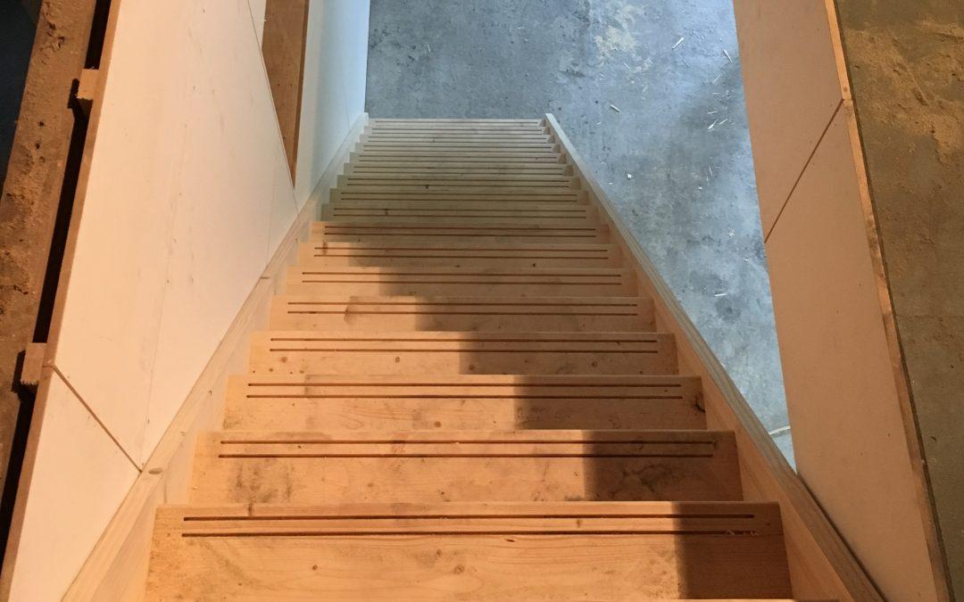 Maken en plaatsen trap