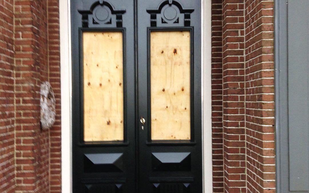 Plaatsen monumentale deuren